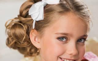 Красивые прически на кудрявые волосы средней длины, короткие, на каждый день, выпускной, для девочек, девушек и женщин. Фото