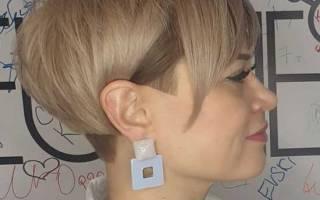 Стрижки с косой челкой на средние волосы и объем на макушке. Фото женские 2019