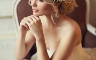 Свадебные прически на средние волосы с фатой без челки, с челкой, распущенные. Модные тенденции 2019, новинки, инструкции, как сделать самостоятельно