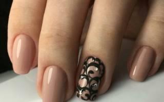 Спокойный маникюр на коротких ногтях с рисунком, цветами. Фото, дизайн, новинки 2019 гель лаком