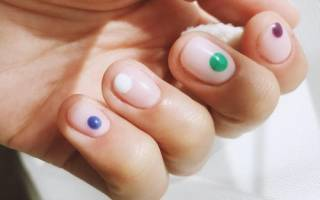 Маникюр с точками: фото на ногтях коротких и длинных, идеи рисунков в стиле минимализма и не только, сочетание с полосками, линиями, другие варианты дизайна