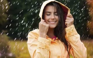 Дождевик женский с капюшоном: стильный плащ, прозрачный, модный, красивый, непромокаемый утепленный, костюм, комбинезон. Фасоны, какой купить