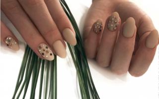 Дизайн ногтей темные цвета. Фото новинки со стразами, блестками, золотом, френч на короткие, длинные ногти